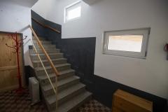 Schodiště do prvního patra kde jsou 3 ložnice, koupelna + WC