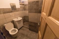 Koupelna se sprchovým koutem v prvním patře.